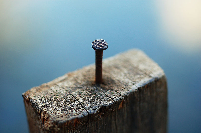 800px-Nail_in_a_block_of_wood